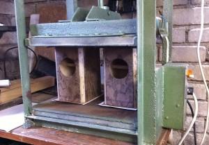 Gluing veneer under press